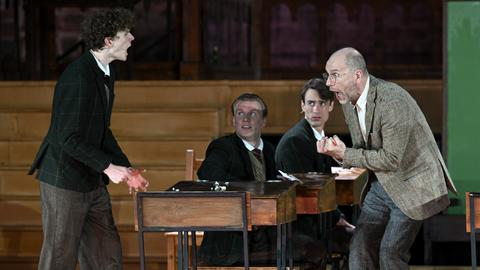 """Götz Schubert als Lehrer Keating im Stück """"Der Club der toten Dichter"""" bei den Bad Hersfelder Festspielen"""