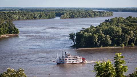 Schaufelrraddampfer auf dem Mississippi in Illinois