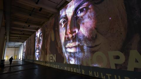 """Blick auf die Installation """"Atlas Fractured"""" des Künstlers T. Eshetu auf der documenta 14 am 07.06.2017 in der Neuen Galerie in Kassel (Hessen)"""