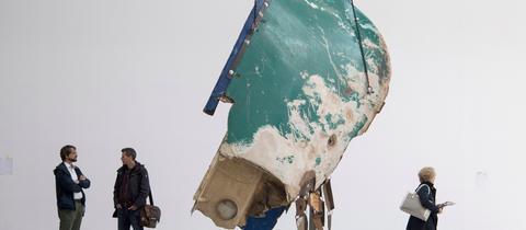 Von der griechischen Küste stammen die Wracks von Flüchtlingsbooten, aus denen die Installation des Künstlers G. Galindo am 07.06.2017 auf der documenta 14 in Kassel (Hessen) besteht