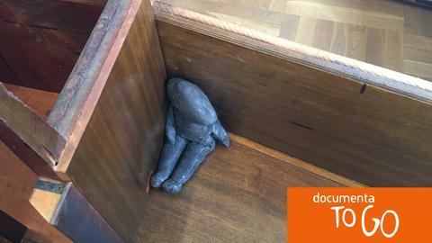 """Bedrückend: die Installation """"Interior Decoration"""" von Bonita Ely"""