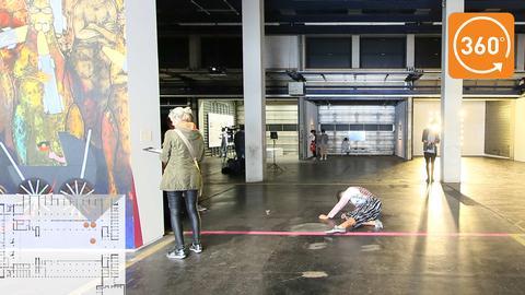 """360°-Rundgang: Maria Hassabis """"Staging"""" in der Neuen Neuen Galerie"""