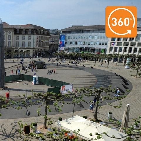 16 Meter hoch - mitten auf dem Königsplatz: das documenta-Kunstwerk des US-Künstlers Olu Oguibe