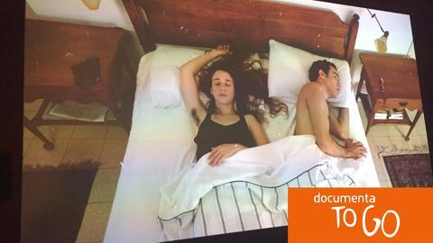 """Standbild aus dem Video """"The Dust Channel"""" von Roee Rosen"""