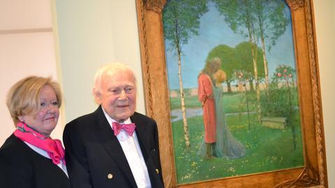 """Das Ehepaar Neess 2017 Gemälde vor dem """"Heimkehr (1898)"""" von Heinrich Vogeler"""