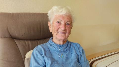 Porträtaufnahme von Eva Gievers, 98 Jahre,