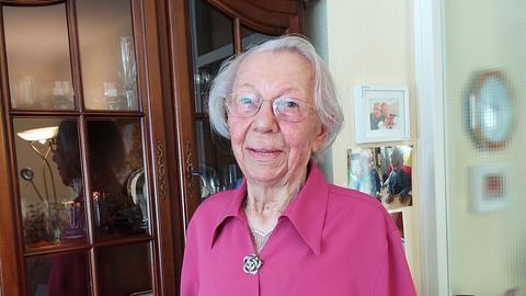 Porträtaufnahme von Hildegard Klein, 102 Jahre