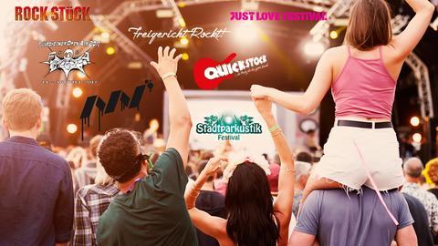Logos verschiedener Festivals auf einem Festival-Bild - Menschen vor einer Bühne