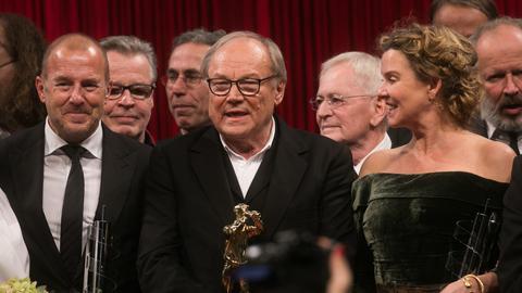 Die Schauspieler Heino Ferch (l), Klaus Maria Brandauer (M) und Margarita Broich (r)  in Frankfurt am Main (Hessen) nach der Verleihung des Hessischen Film- und Kinopreises in der Frankfurter Alten Oper