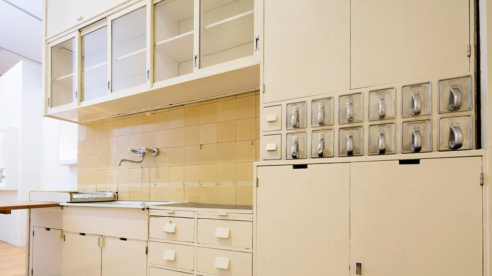 museum zeigt restaurierte frankfurter k che kultur. Black Bedroom Furniture Sets. Home Design Ideas