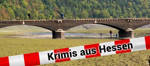 """Ein Tourist geht am 14.10.2016 über die alte, etwa 60 Meter lange """"Aseler Brücke"""" im Edersee"""