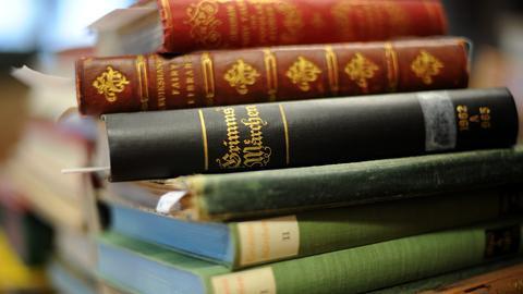 Grimms Märchen, Bücherstapel