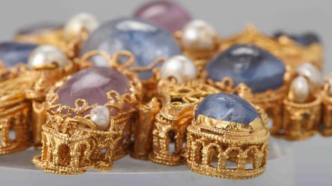 Mainzer Tassel, Rheinland, Ende 10. Jahrhundert, Gold, Saphire, Amethyste, Perlen, Glas