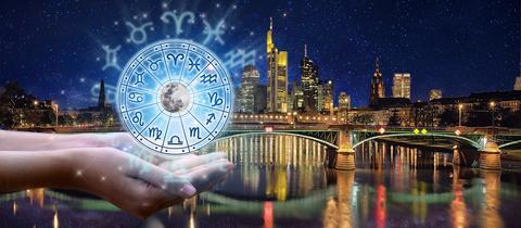 Tierkreiszeichen vor der Frankfurter Skyline