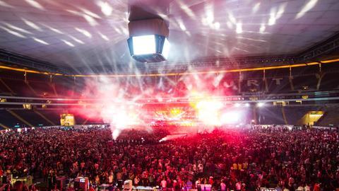 World Club Dome in Frankfurt - bei schlechtem Wetter mit geschlossenem Dach.