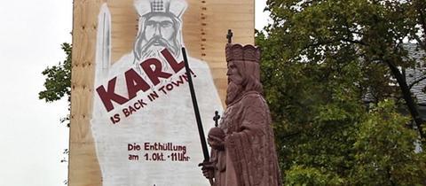 In Frankfurt wurde am Samstag eine Replik der Original-Statue Karls des Großen enthüllt.