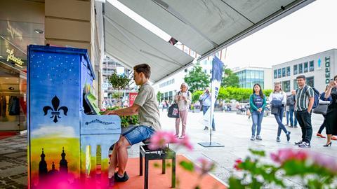 Klavierspieler in der Fuldaer Innenstadt
