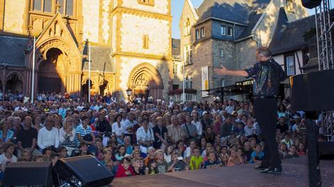 Internationales Straßentheaterfestival Gassensensationen 2016 vor dem Kirchplatz