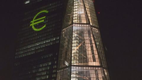 Angestrahl vom Euro - was sonst: Die Europäische Zentralbank in Frankfurt