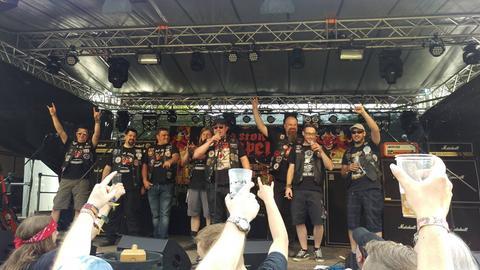 Orga-Team des MOA-Festival auf der Bühne