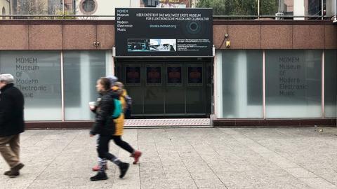 Ansicht des Gebäudes des Museum of Modern Electronic Museum in Frankfurt: MOMEM