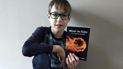 Nachwuchsautor Jacob Hack und sein Debüt-Fantasyroman