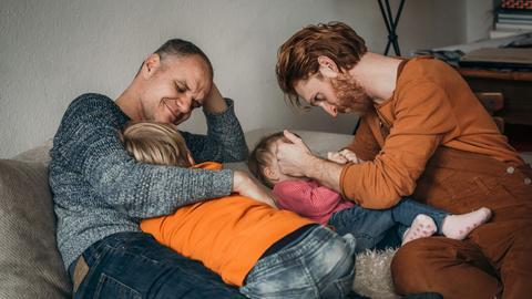 Kevin Silvergieter mit seinem mann und den zwei Kindern