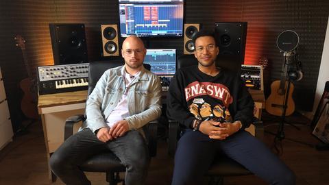 Janik Riegert und Josh Tapen in ihrem Studio