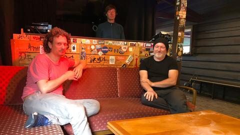 Im Yachtklub: Silvio Cappucci (Yachtklub), Klaus Unkelbach (Robert Johnson) und Ansgar Fleischmann (Silbergold).