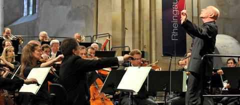 """Während des Eröffnungskonzertes zum """"Rheingau Musik Festival"""" in der Basilika von Kloster Eberbach spielte das hr-Sinfonieorchester unter der Leitung von Christoph Eschenbach."""