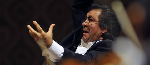 Riccardo Sahiti als Dirigent im Einsatz.