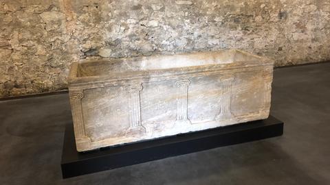 Sarkophag im Kloster Lorsch