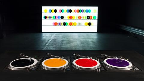 Installation: Carsten Nicolai, bausatz noto ∞ (color version), 1998/2015