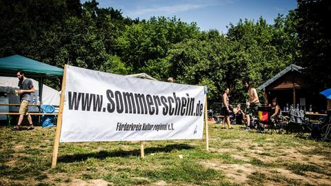 Sommerschein Festival - Banner auf dem Festivalgelände