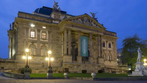 Stattstheater Wiesbaden in der Dämmerung