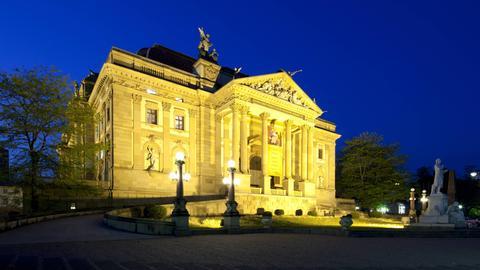 Das Staatstheater Wiesbaden bei Nacht