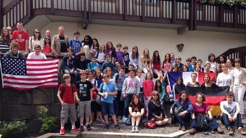 Erinnerungsfoto einer Austauschgruppe in Seligenstadt