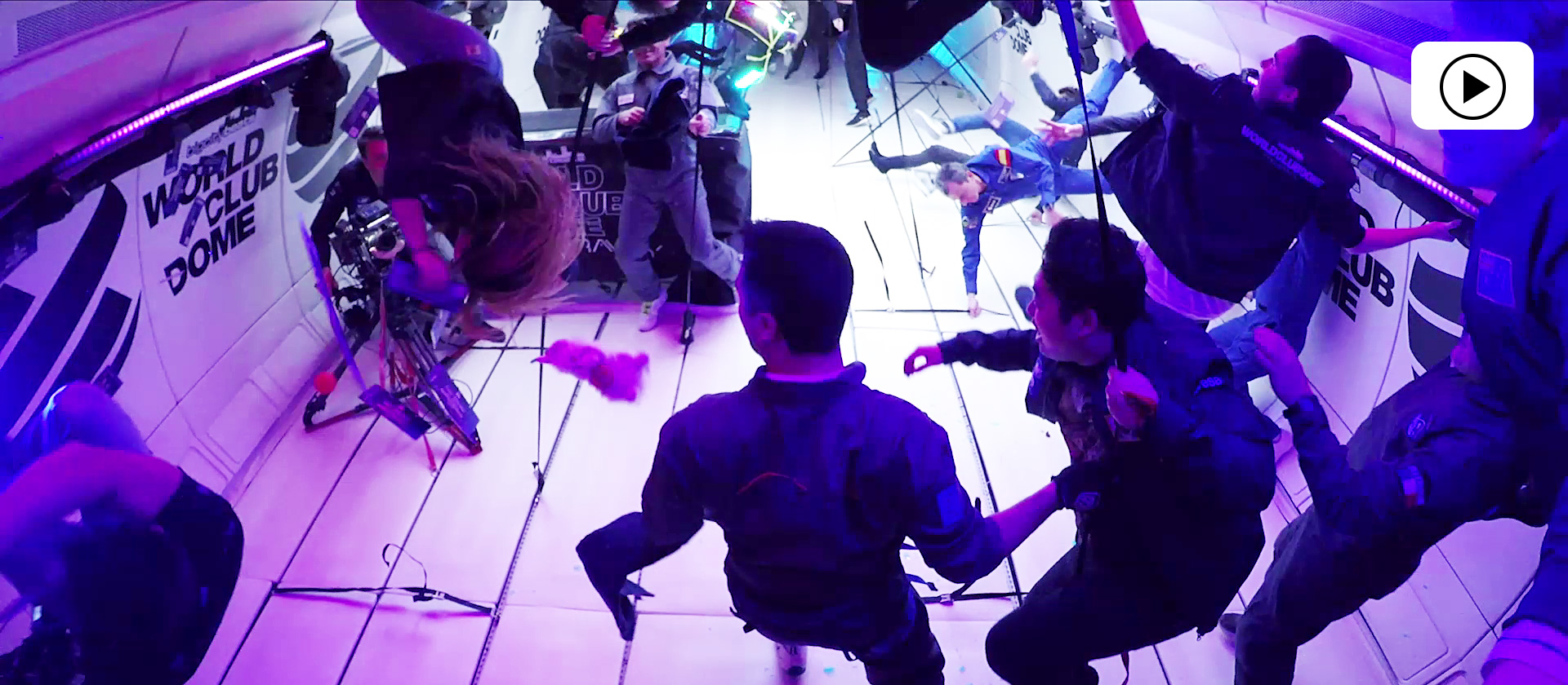 Schwebende Tänzer im Disko-Licht