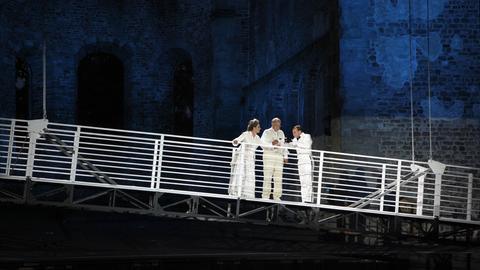 Szene aus dem Musical Titanic in der Stiftsruine Bad Hersfeld