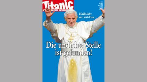 Titanic-Ausgabe 07/2012: Papst Benedikt XVI mit gelbem Fleck auf der Soutane
