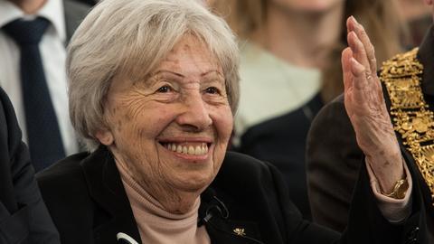 Die Auschwitz-Überlebende Trude Simonsohn bei der Verleihung des Ehrenbürgerrechts am 16.10.2016 in Frankfurt am Main