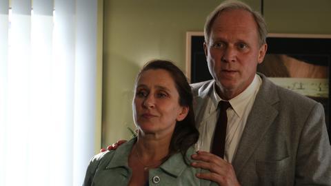 Ulrich Tukur und Barbara Philipp am Set