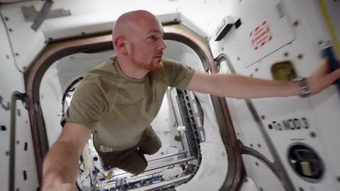 Astronaut Alexander Gerst bei seiner Arbeit in der ISS.