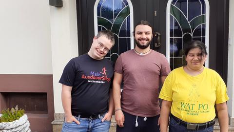 Oliver, Benjamin und Nigma (v.l.n.r.) wohnen seit zwei Jahren in der WG