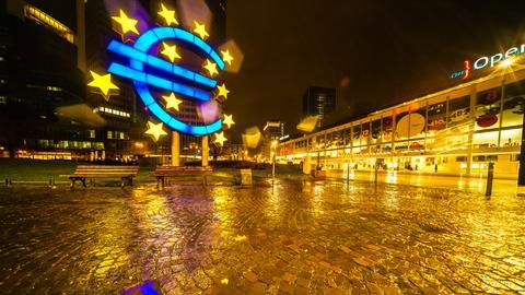 Im Unterhaus wurde der Brexit-Deal deutlich abgelehnt. Das Euro-Zeichen strahlt trotzdem in der Frankfurter Innenstadt. Vielen Dank an Hans F. Daniel für das Foto. Haben Sie auch ein außergewöhnliches Bild aus Hessen? Dann schicken Sie uns Ihr Foto – wir freuen uns über Ihre Momentaufnahme.