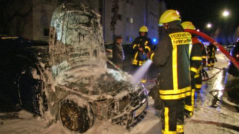 Ausgebranntes Auto in Frankfurt
