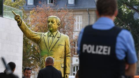 dpa Erdogan Statue
