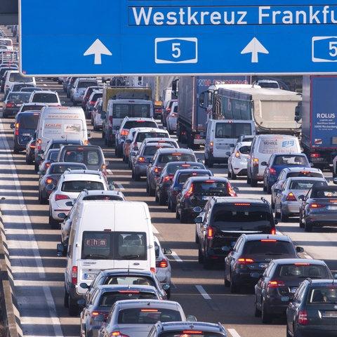 Stau auf der A5 am Frankfurter Kreuz