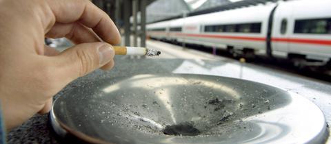 Raucher am Frankfurter Hauptbahnhof