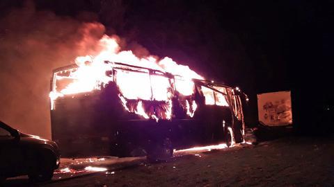 Reisebus in Flammen